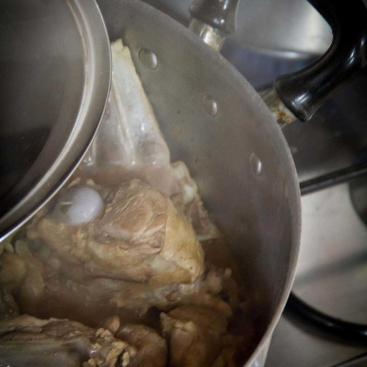 Angioni cun s'ou: il piatto del giorno dopo